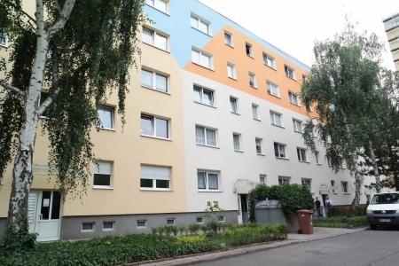3-комнатная квартира с балконом и встроенной кухней в Галле-Нойштадт